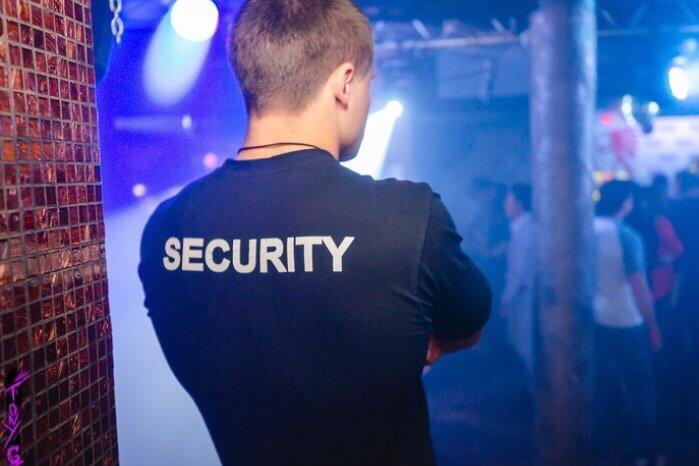 охранник ночных клубов москва