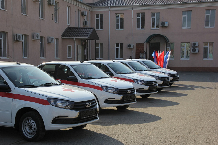 Кубанским больницам подарили семь автомобилей
